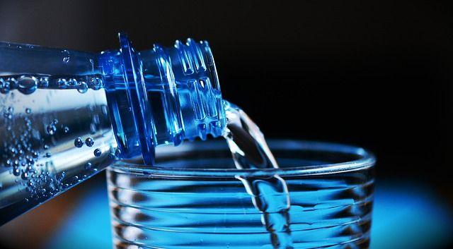 必要な水分量と適正な量のペットボトルの水