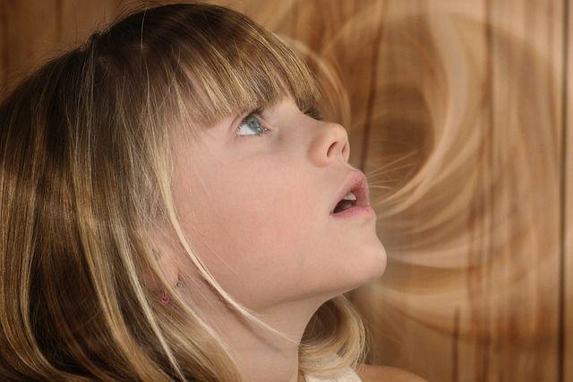 口呼吸の女の子