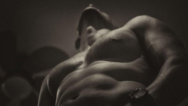 筋肉がすごい男性